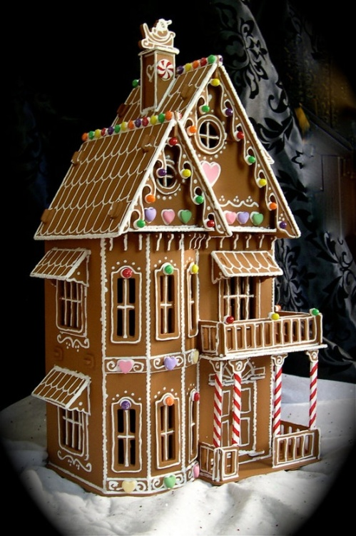 faux-gingerbread-house-in-the-victorian