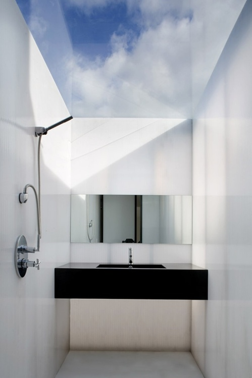 architectural-details-10-skylights-in-the-bath